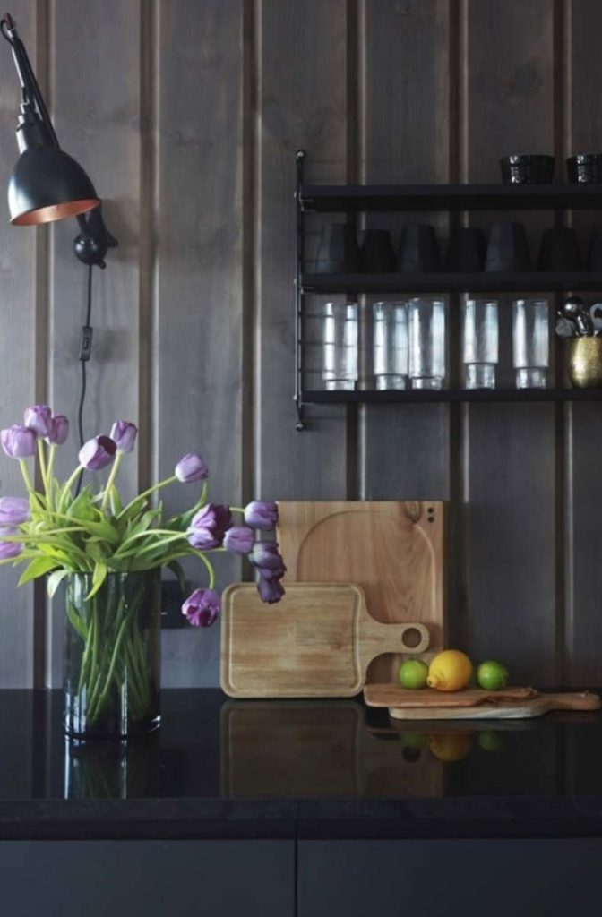Detaljbilde av kjøkkenet. Finalist nummer 8 årets hyttepris.