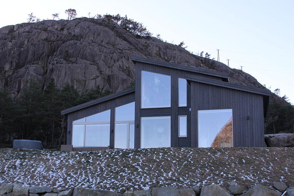 Bilde av hytte fra utsiden. Finalist nummer 12. Årets hyttepris 2021.
